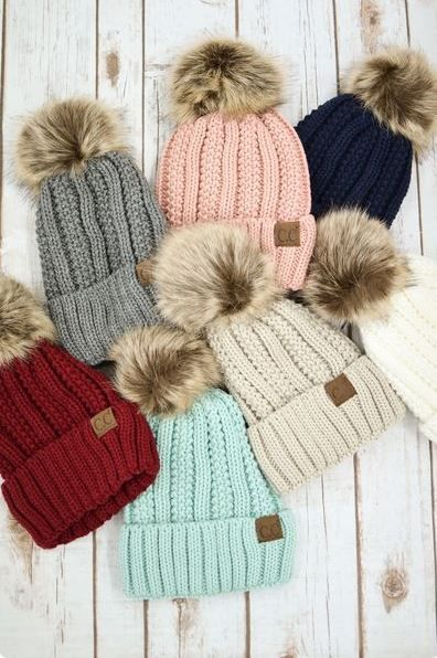 e88434776 10 Essential Winter Accessories Any Fashionista Needs | Stuff to buy ...