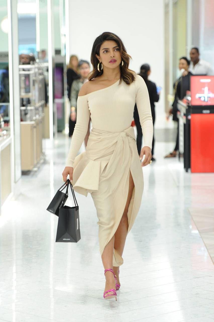 Priyanka Chopra Biography - Age, Height, Weight, Movies ...