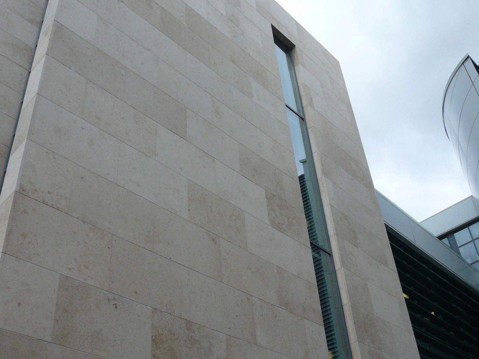 Fachada del edificio red oak dublin realizada con piedra - Piedra caliza fachada ...
