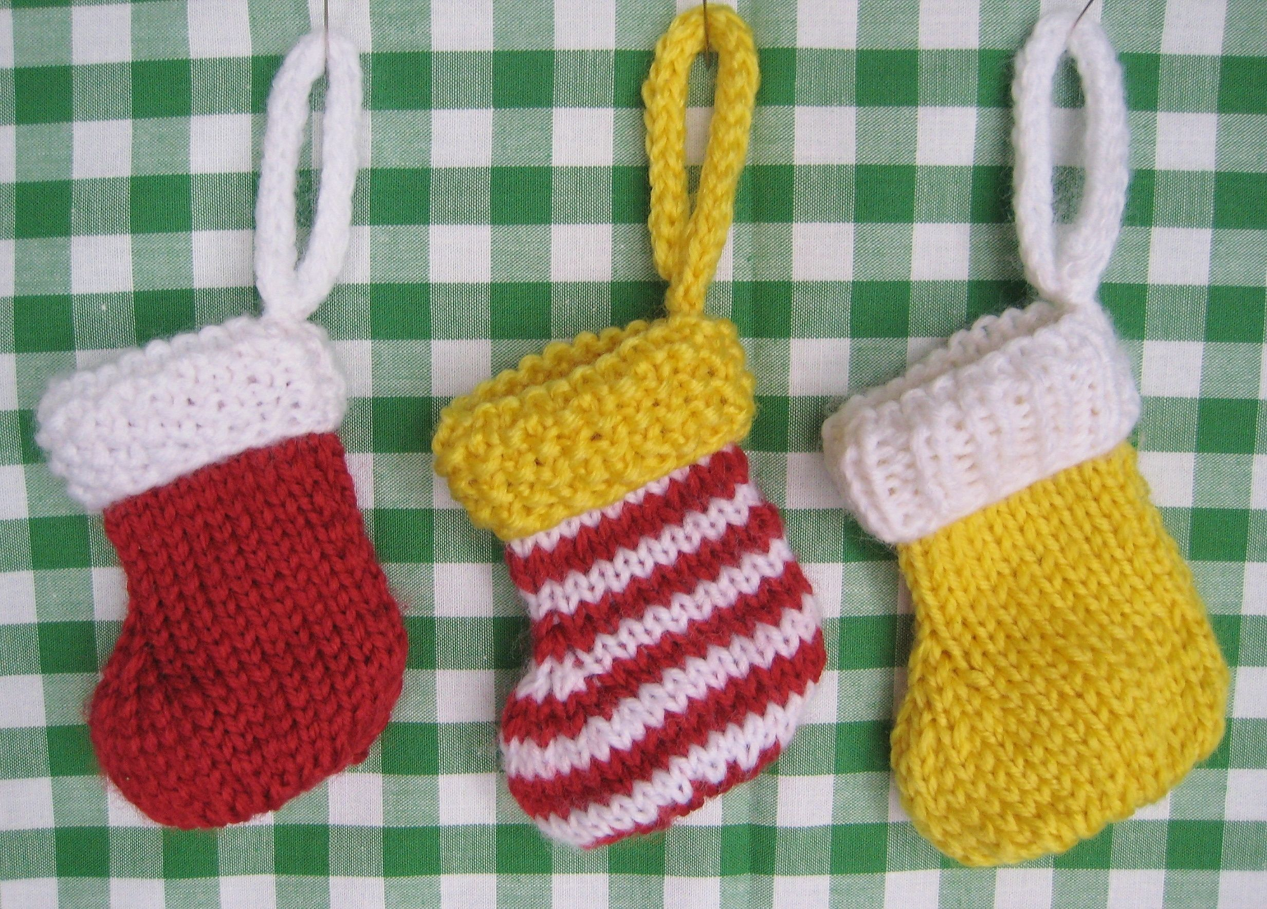 These little Mini Christmas Stockings are definiteley going on my ...