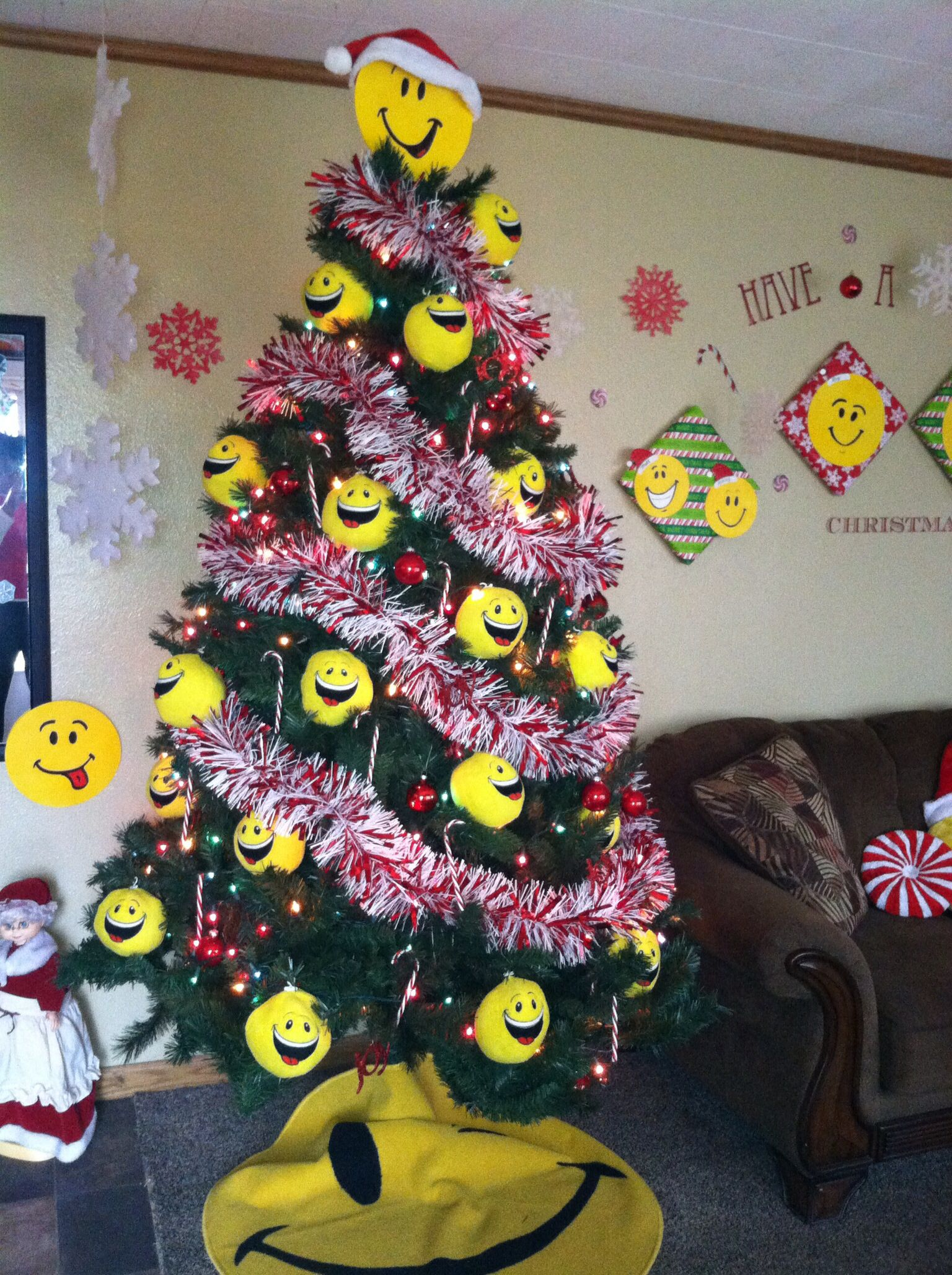 Smiley Face Christmas Tree Joy Emoji Christmas Tree Unusual Christmas Trees Emoji Christmas