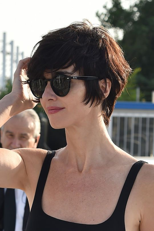 Paz Vega short hairstyle http://media.gettyimages.com/photos/paz-vega-is-seen-arriving-at-venice-airport-during-the-72nd-venice-picture-id486160994 http://www.hola.com/moda/tendencias/galeria/2015090880850/paz-vega-estilo-venecia/4/