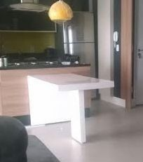 Mesa Em Resina Branca Modelo Maia 1.40 X 0,90 Pronta Entrega - R$ 1.770,00