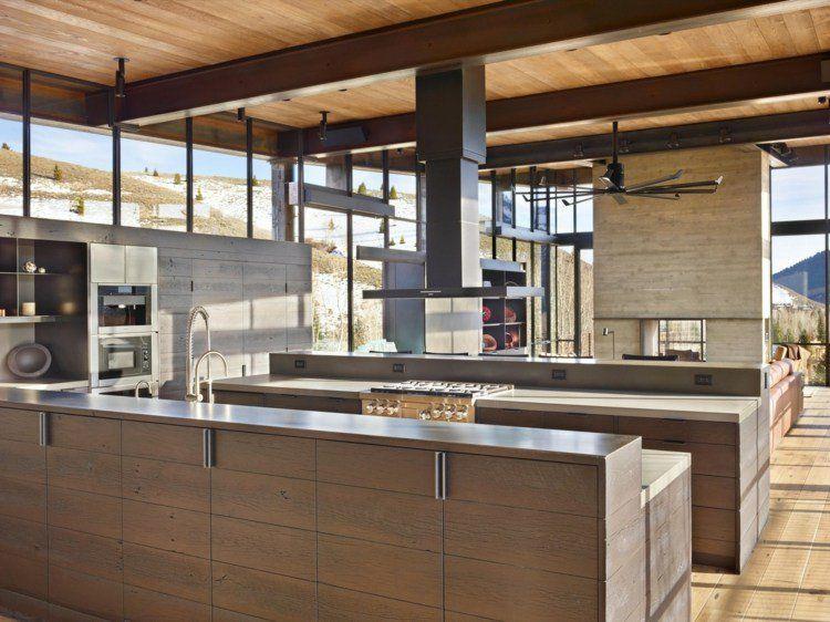 Mobilier style industriel et fenêtres panoramiques - maison de ...