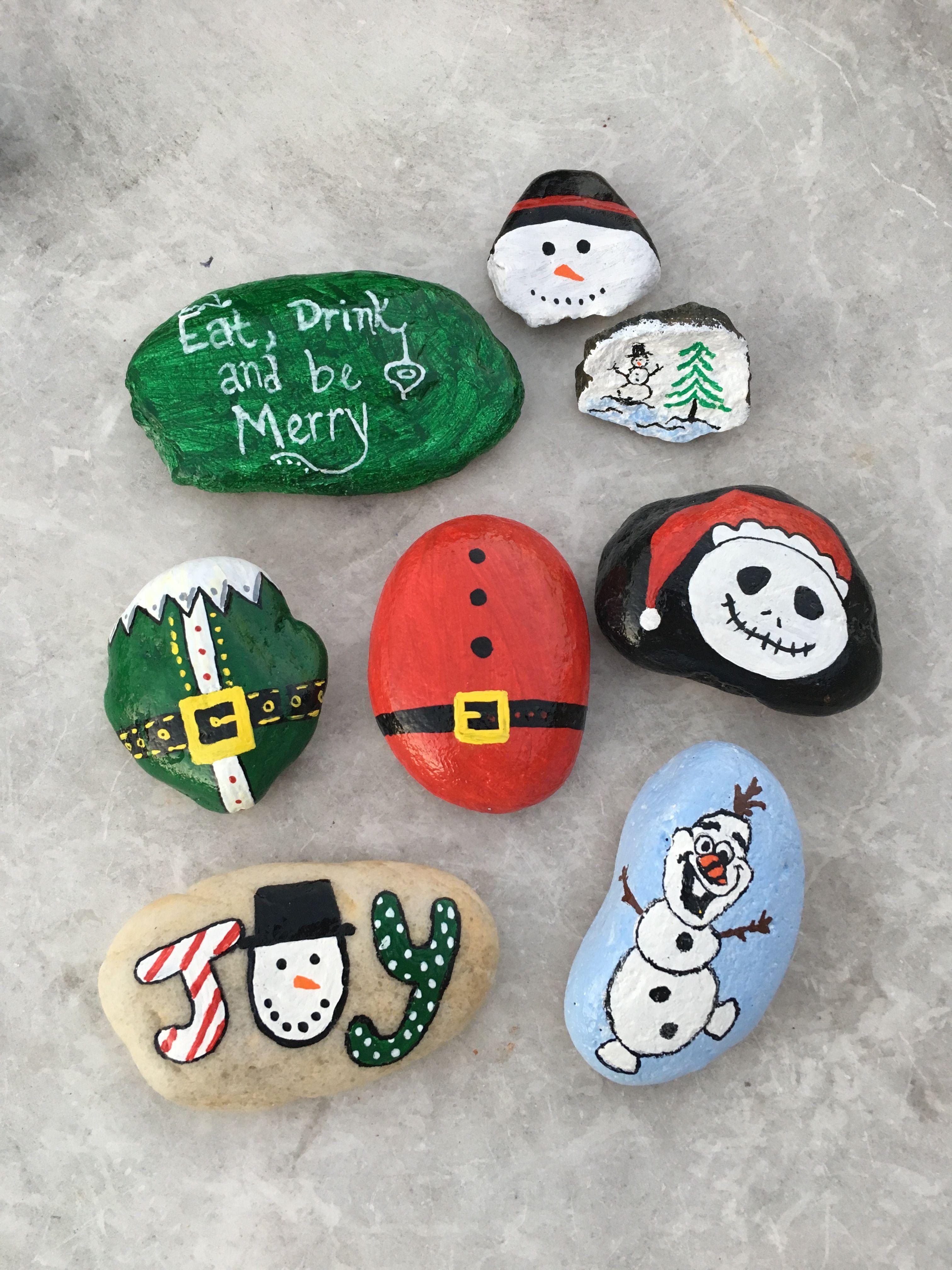 Christmas themed painted rocks Painted rocks, Christmas