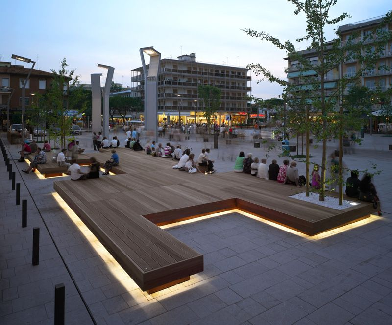 Harris Isola Bench By Metalco   Serves As A Gathering Place In A Town Square