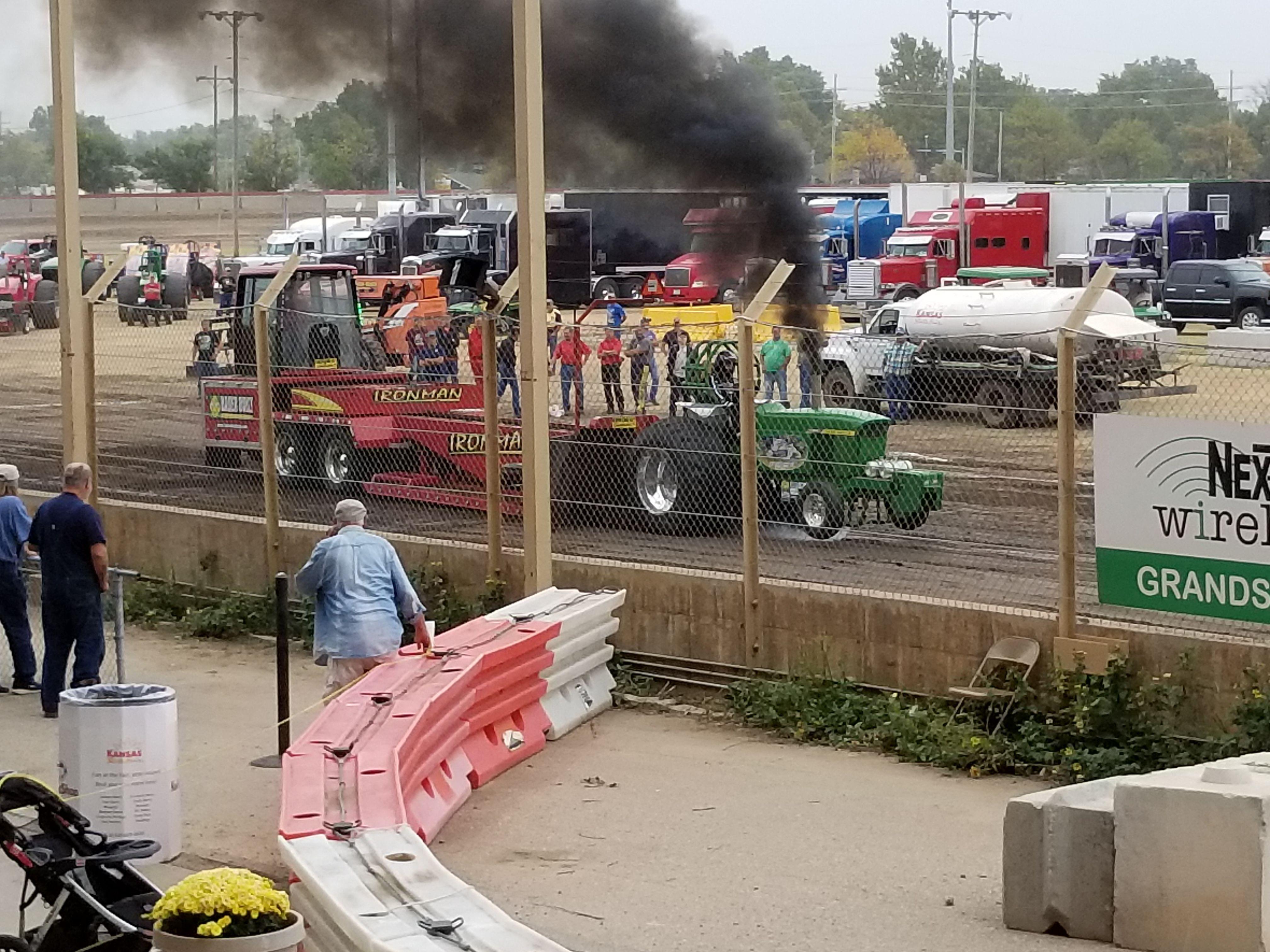 Truck and Tractor Pull Truck and tractor pull, Tractor