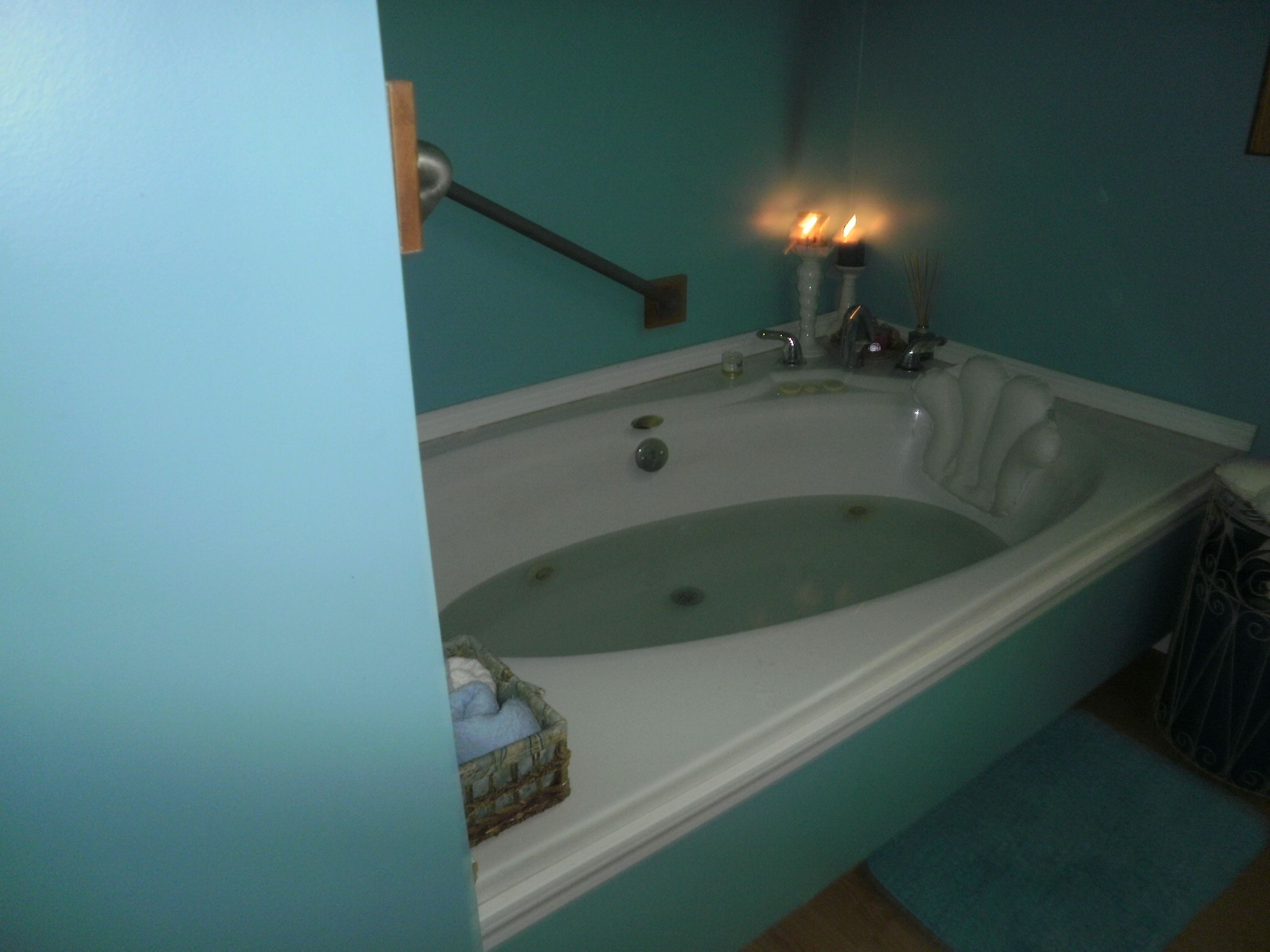 $40.00 jacuzzi bathtub from restore..husband did all the hard work ...