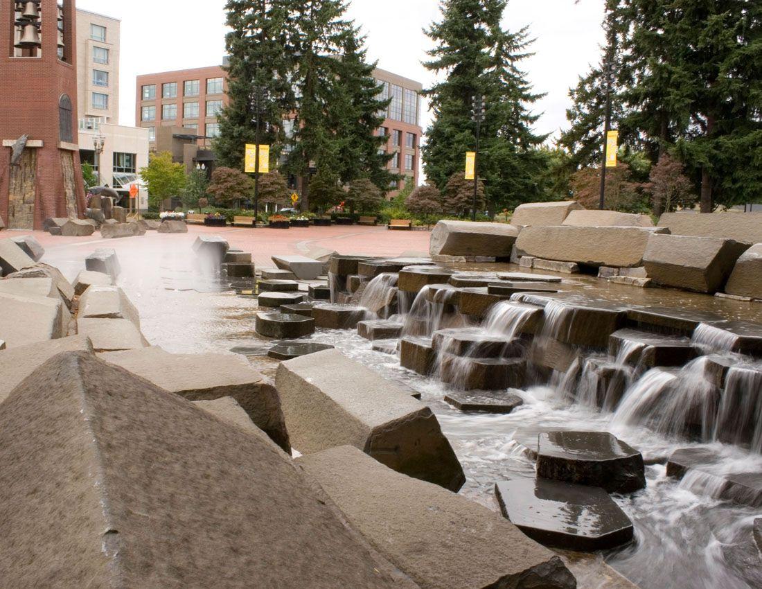Esther Short Park Fountain With Basalt Columns น ำพ การจ ดภ ม ท ศน