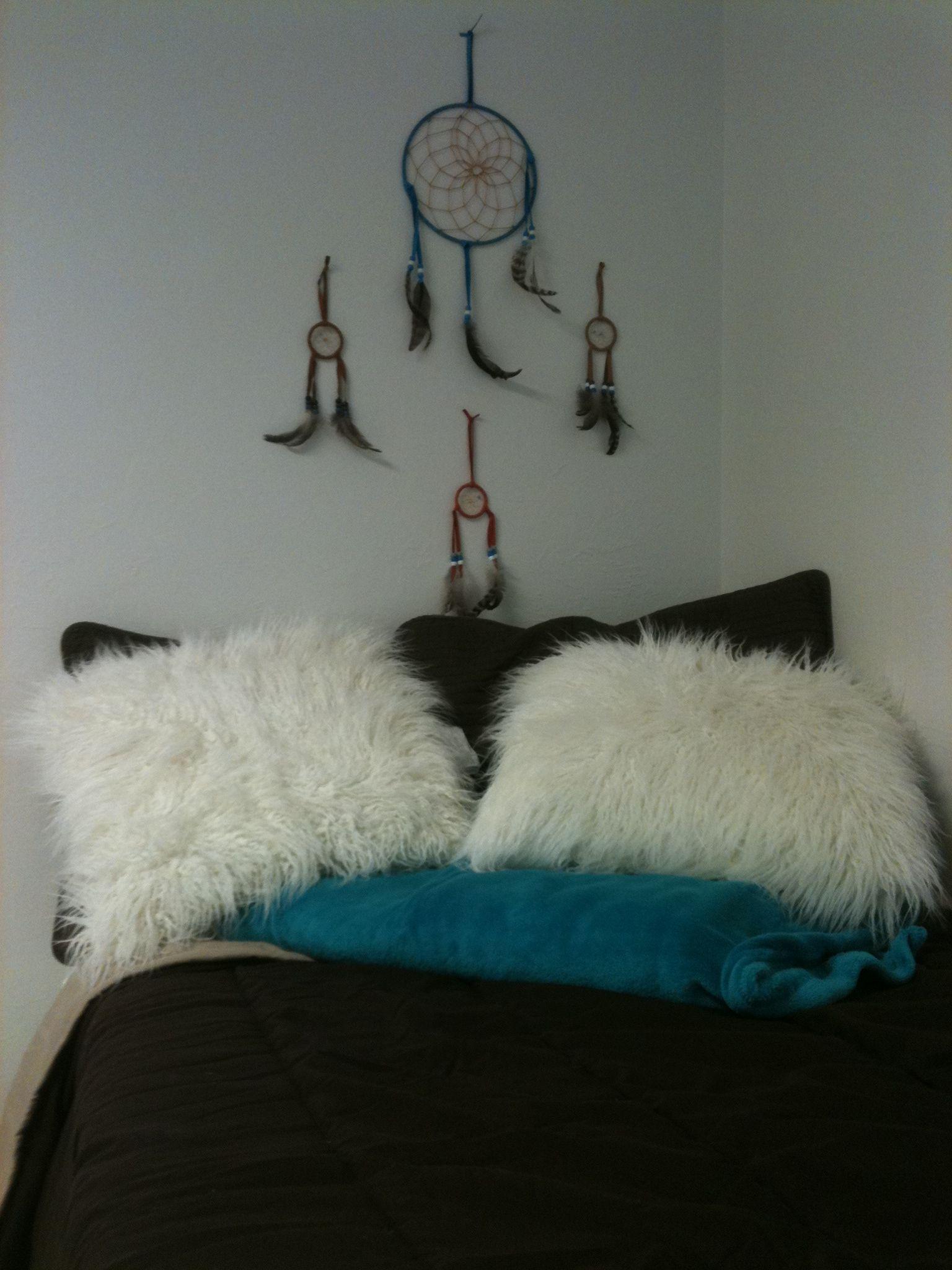 Dream Dorm Room: Fuzzy Pillows & Dream Catchers! Get Your Dorm Room Items