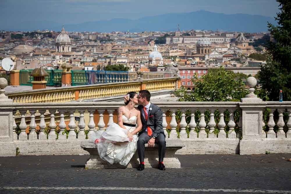 Kissing in #Rome wedding photography by Andrea Matone