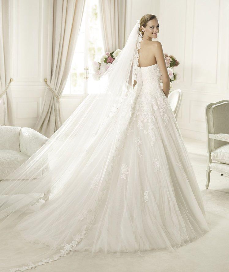 Pronovias presents the Alcanar wedding dress. Glamour 2014. | Pronovias