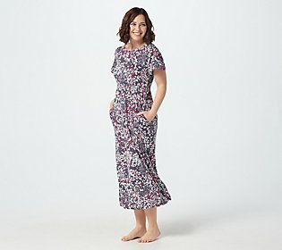 Make the transition from workday to restful night an easy one. Slip into this Carole Hochman maxi gown and start your nightly ritual with elegance. From Carole Hochman.