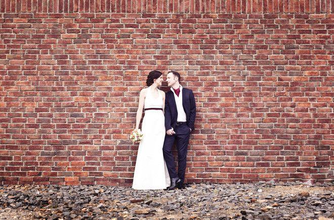 elegantes Neckholder Brautkleid mit Tropfen Ausschnitt und Rock in schmaler A-Linie (www.noni-mode.de - Foto: Alexandra…