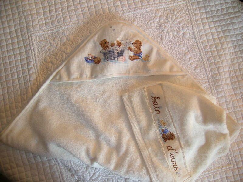 drap de bain pour bb ma couture enfant pinterest petite fille. Black Bedroom Furniture Sets. Home Design Ideas