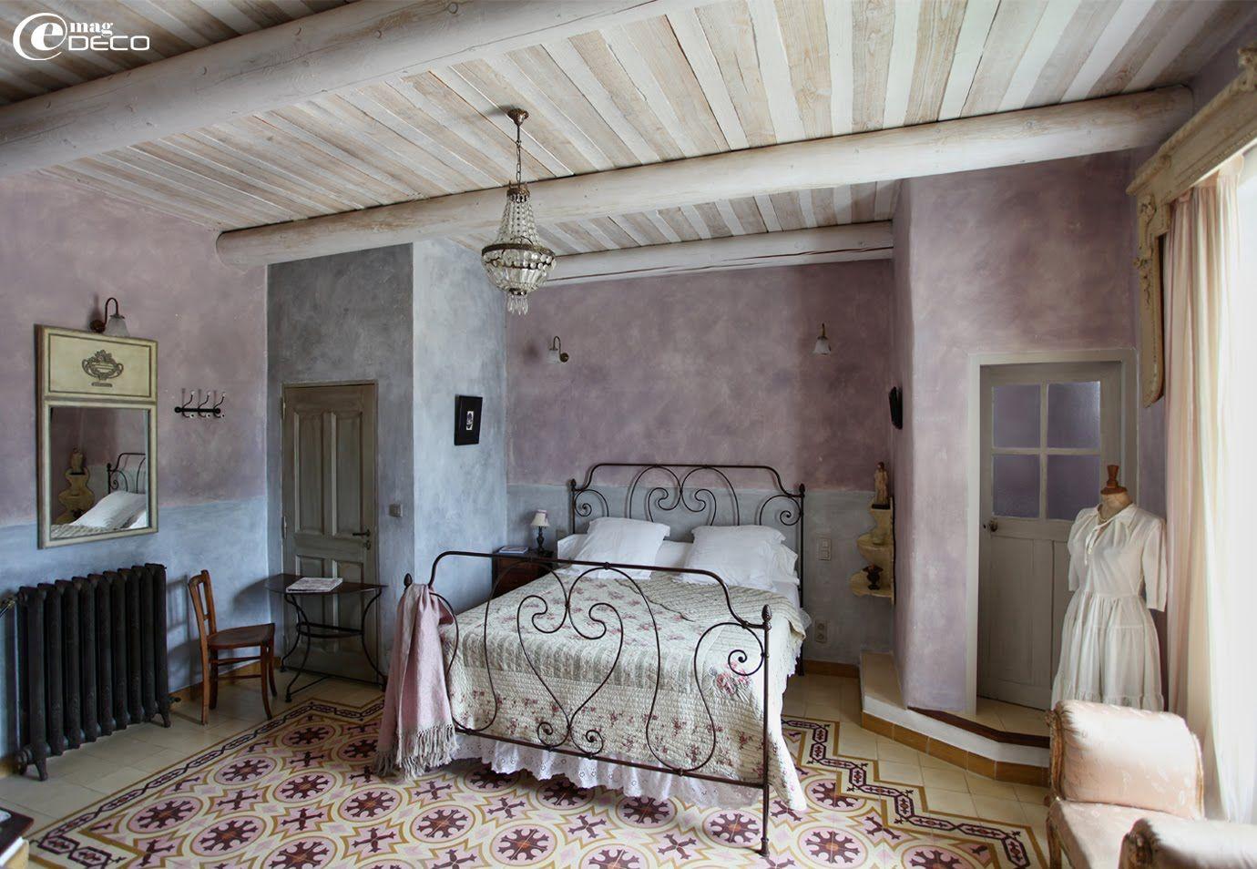 une chambre de la maison d 39 h tes justin de provence dans le vaucluse plafonds fournis par les. Black Bedroom Furniture Sets. Home Design Ideas