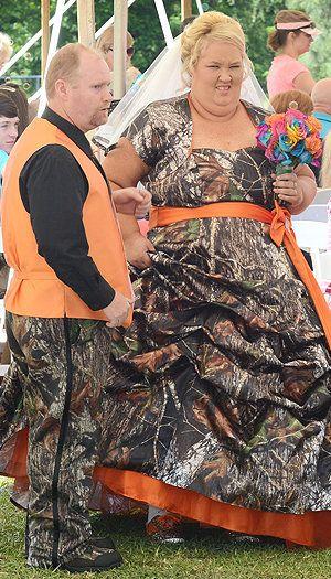 Honey Boo Boo S Parents Mama June And Sugar Bear Exchange Vows Weird Wedding Dress Mama June Worst Wedding Dress