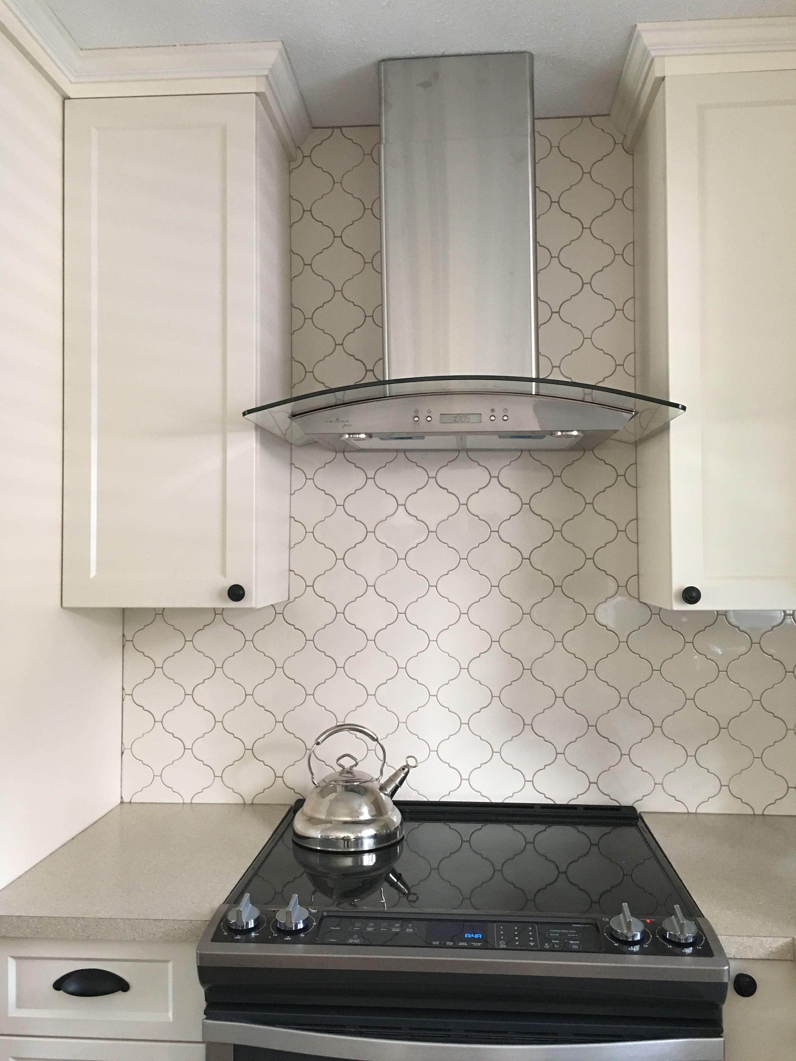 Kitchen Love Arabesque Tile Back Splash Cream Shaker Cabinet Black Hardware Interior Design Kitchen Arabesque Tile Kitchen Renovation