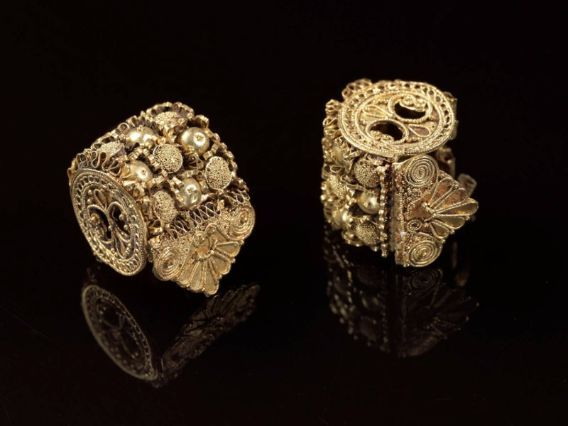 Gold spool earrings, Italic, Etruscan, Late Archaic or Classical Period, early 5th century B.C.E.