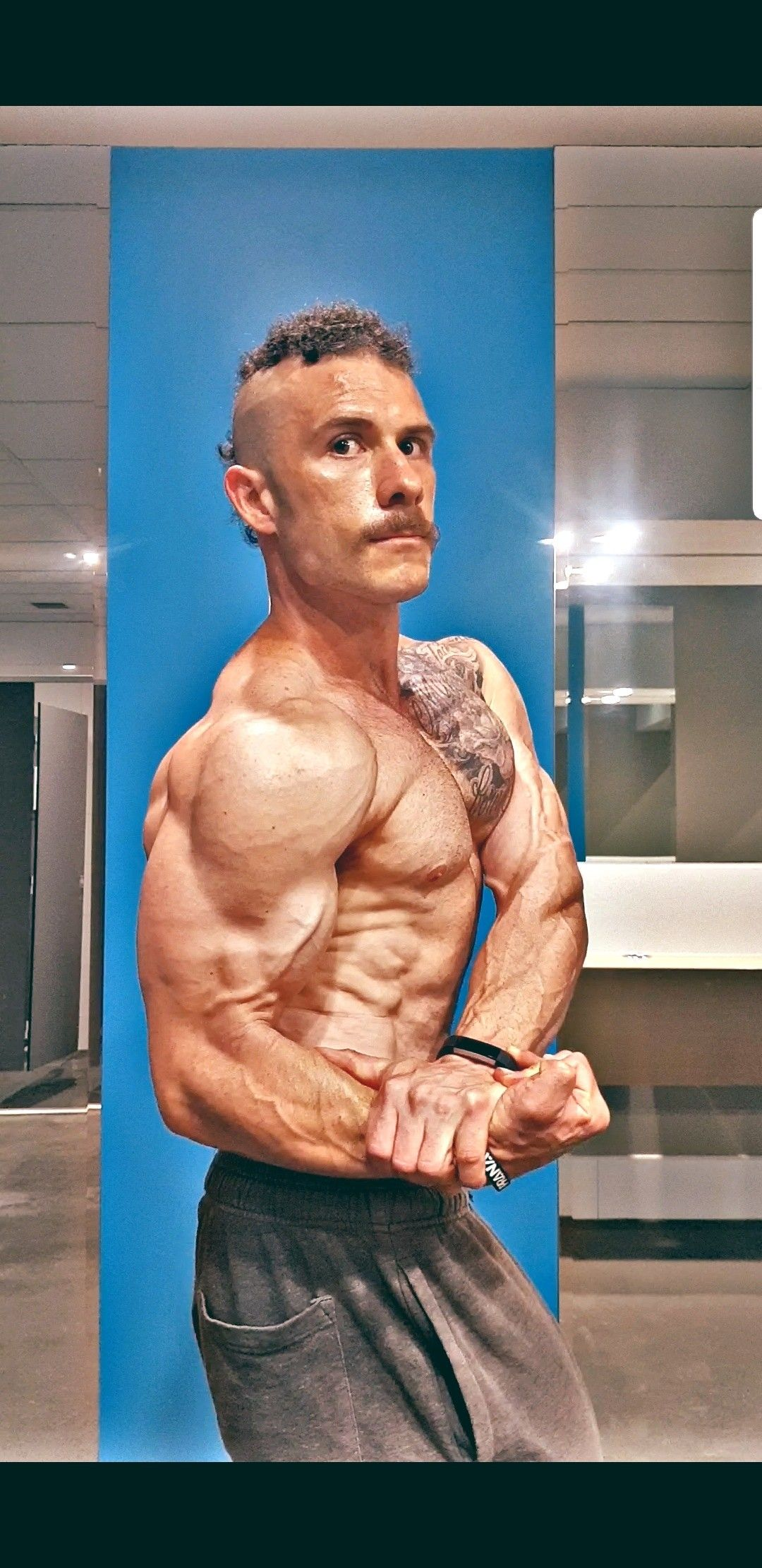 Displaying the oldschool art form of bodybuilding Bodybuilding Photo video I am awesome