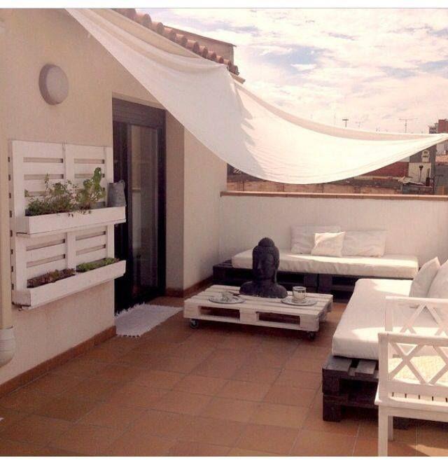 terrasse am nag e avec des pallettes palettes. Black Bedroom Furniture Sets. Home Design Ideas