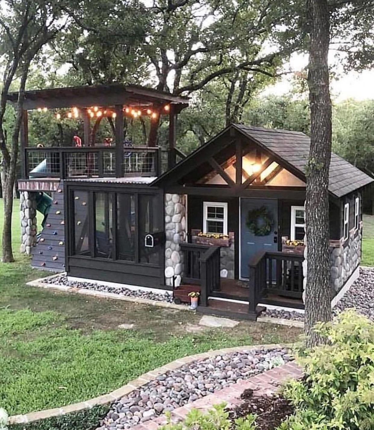 😍😍😍 can you imagine having this tiny home and/or play house for
