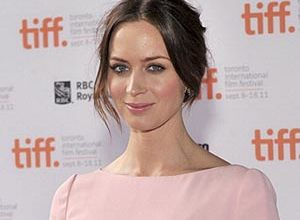 Emily Blunt looking good in soft cool pink | Color ...