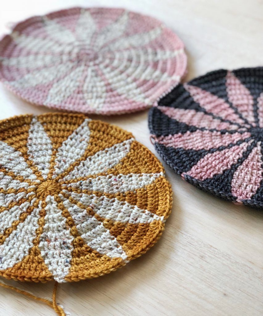 The Marguerite Motif is a free crochet pattern based on a geometric design.