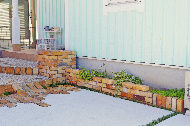 【アンティークレンガを使ったナチュラルな花壇の施工例】