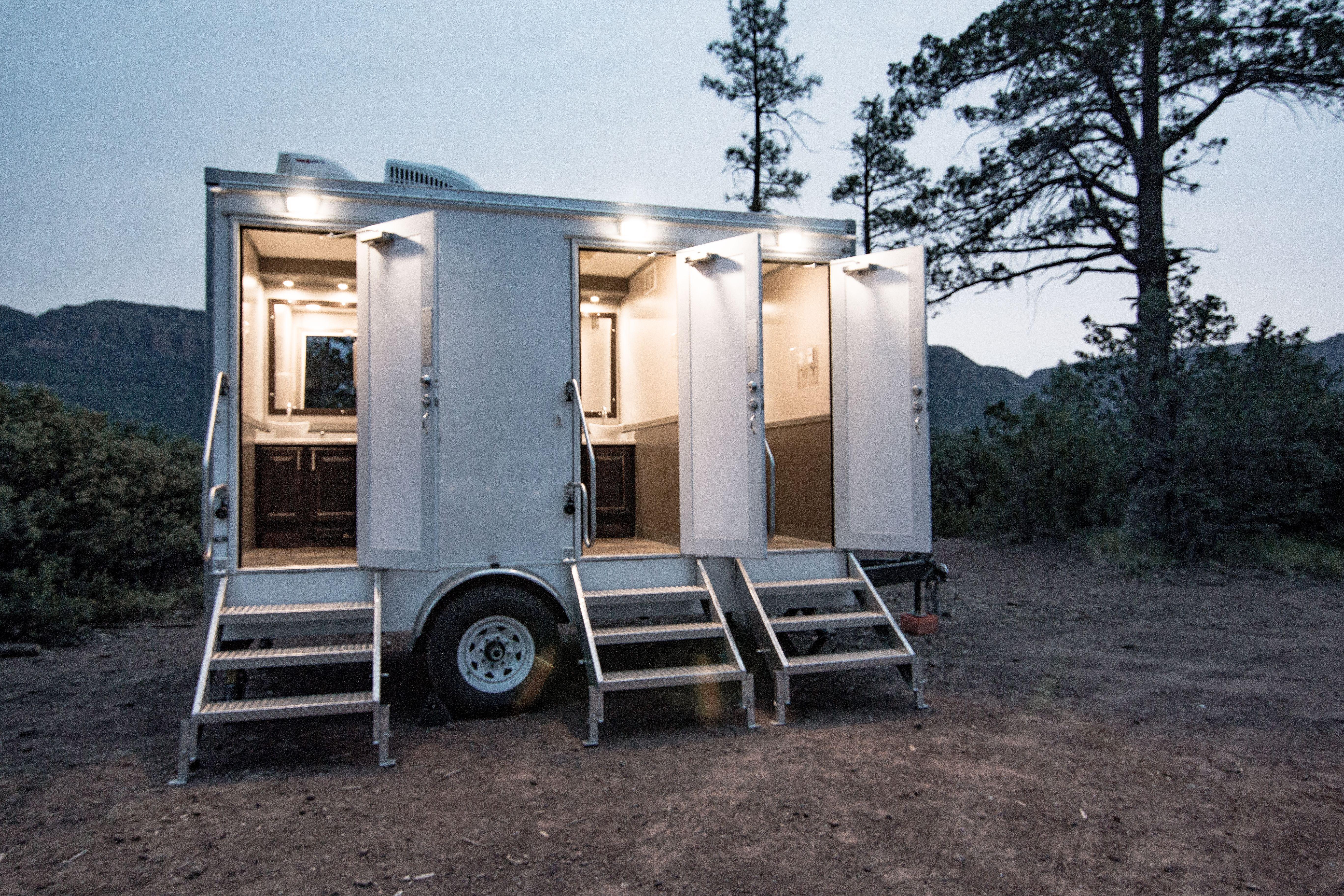 Ltd portable restrooms luxury 3 station trailer portable
