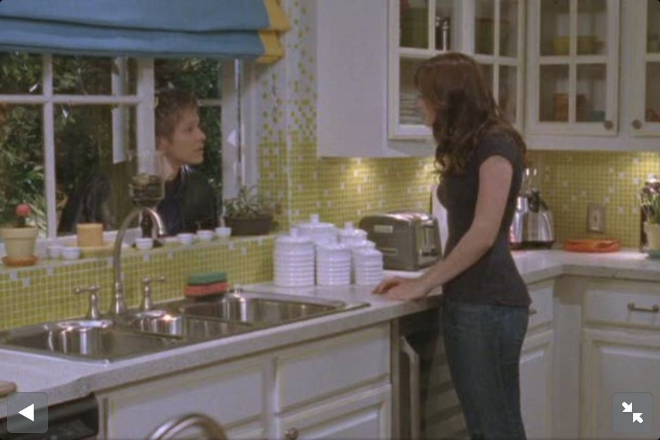 Rori S Pool House Kitchen From Hooked On Houses Gilmore Girls
