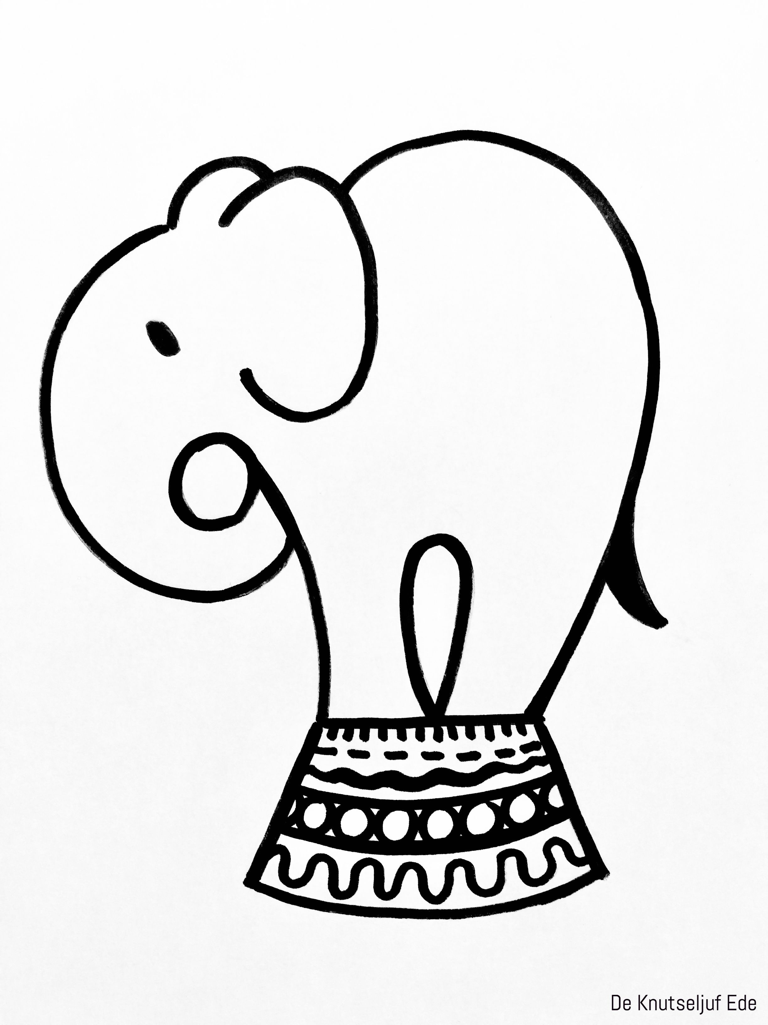 Circus Olifant Knutselen Van Karton En Wasknijpers Circus Knutsel Ideeen Knutseltips Circus 6 Olifant Knutselen Eenvoudige Tekeningen Circus Olifanten