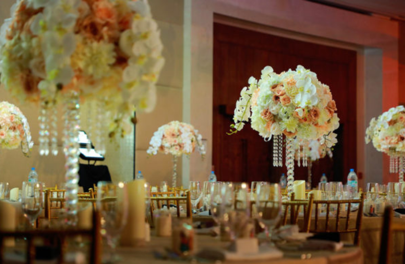 Make Your Wedding Or Event Magical With Our Wedding Centerpiece Rental Dubai Uae At Best Affordable Pr Centerpiece Rentals Wedding Rentals Wedding Centerpieces