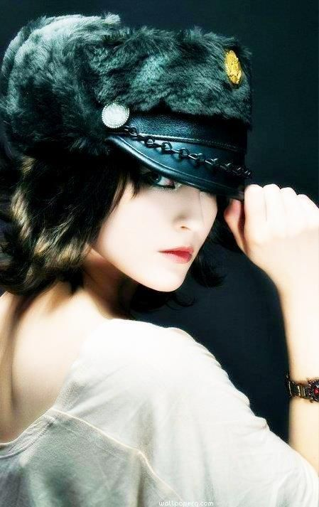 Download Stylish girl dp Flirty girl with attitude