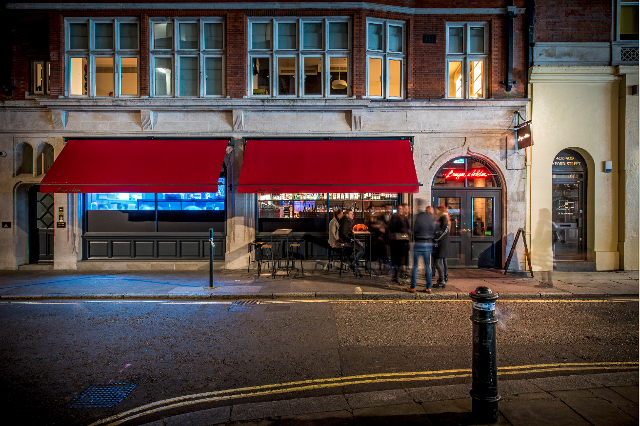 Traditional Victorian Awnings With Branded Valances At Burger Lobster By Breezefree See More At Www Breezefree Com Awning Canvas Awnings Entrance Victorian