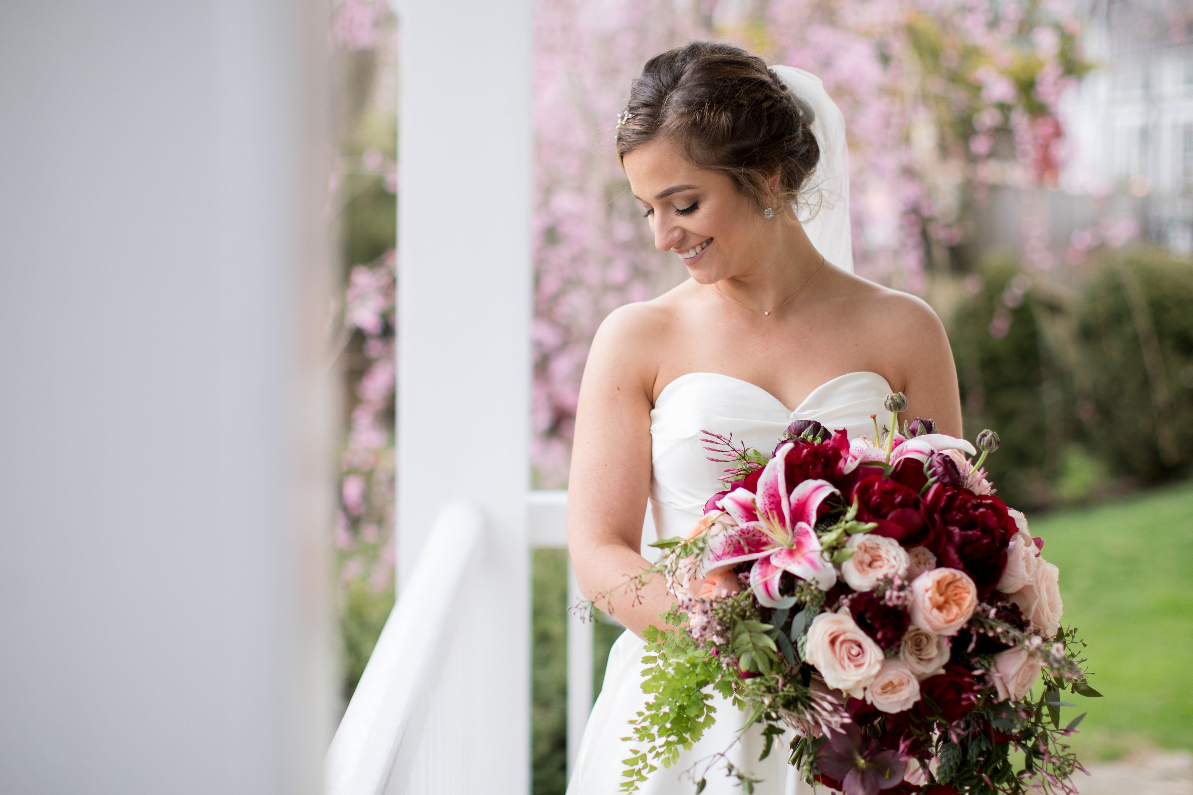 A gorgeous pink and red bouquet for a beautiful bride kennedy blue