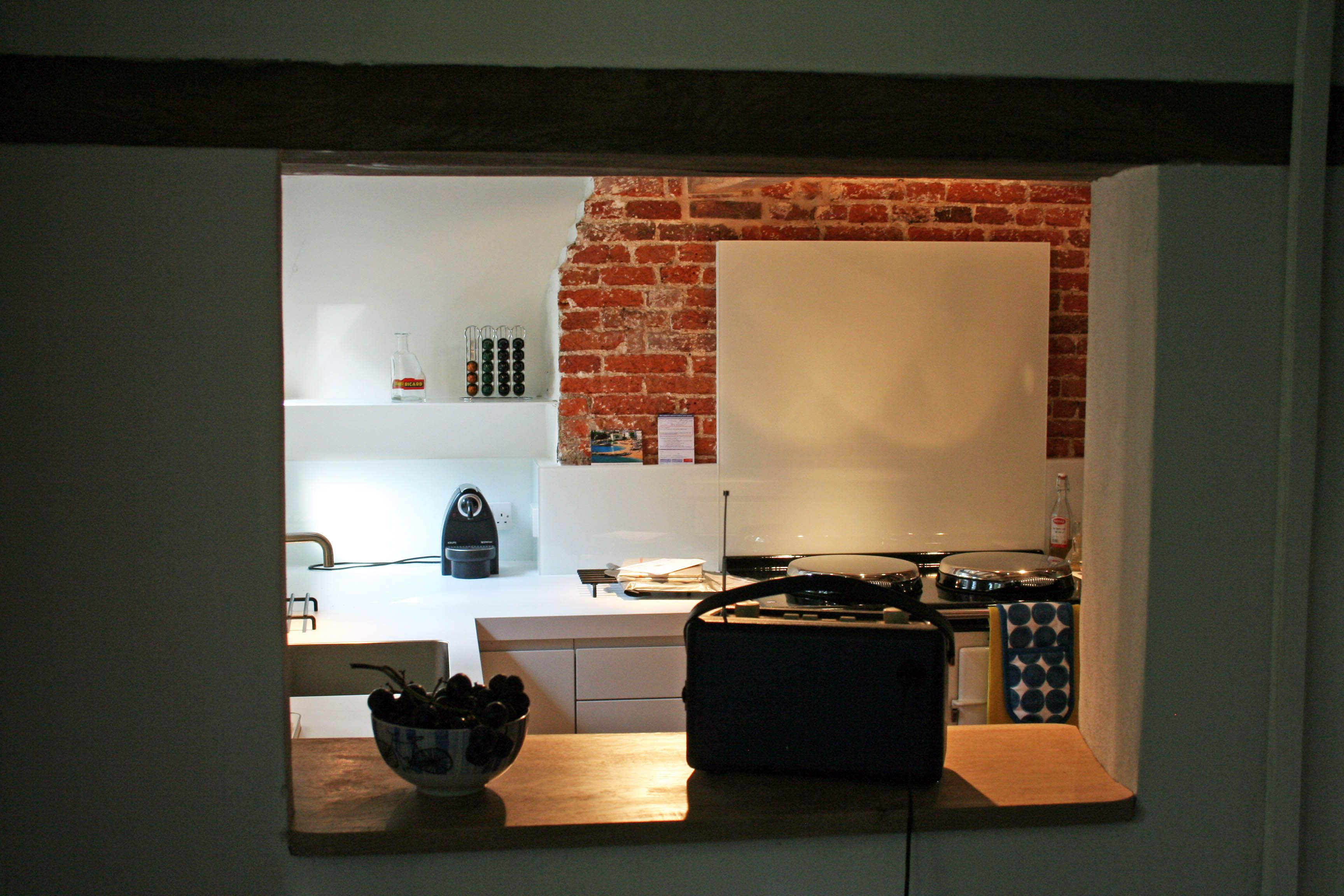 Fußboden Teppich Yasin ~ The service hatch into the dining room was maintained a feature