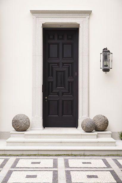 Une porte d\u0027entrée noire   wwwm-habitatfr/portes/types-de