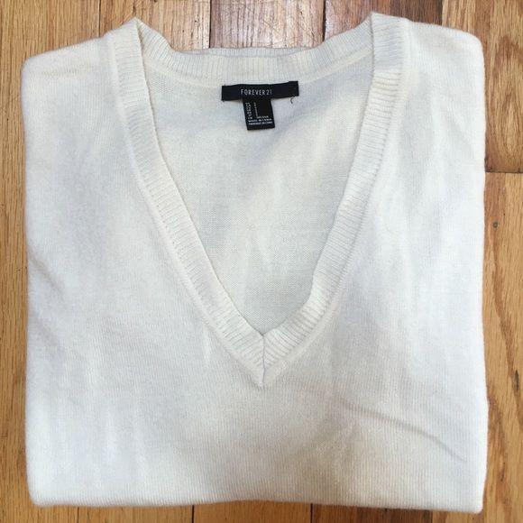 CREAM SWEATER FOREVER 21 cream Vneck sweater super soft! Size S Forever 21 Sweaters V-Necks