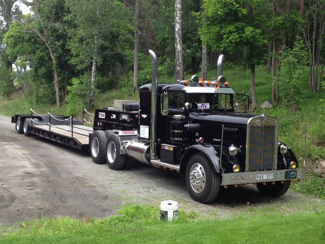 hueyhirsute: 1950 Kenworth CD-521 with '73 Rogers lowboy