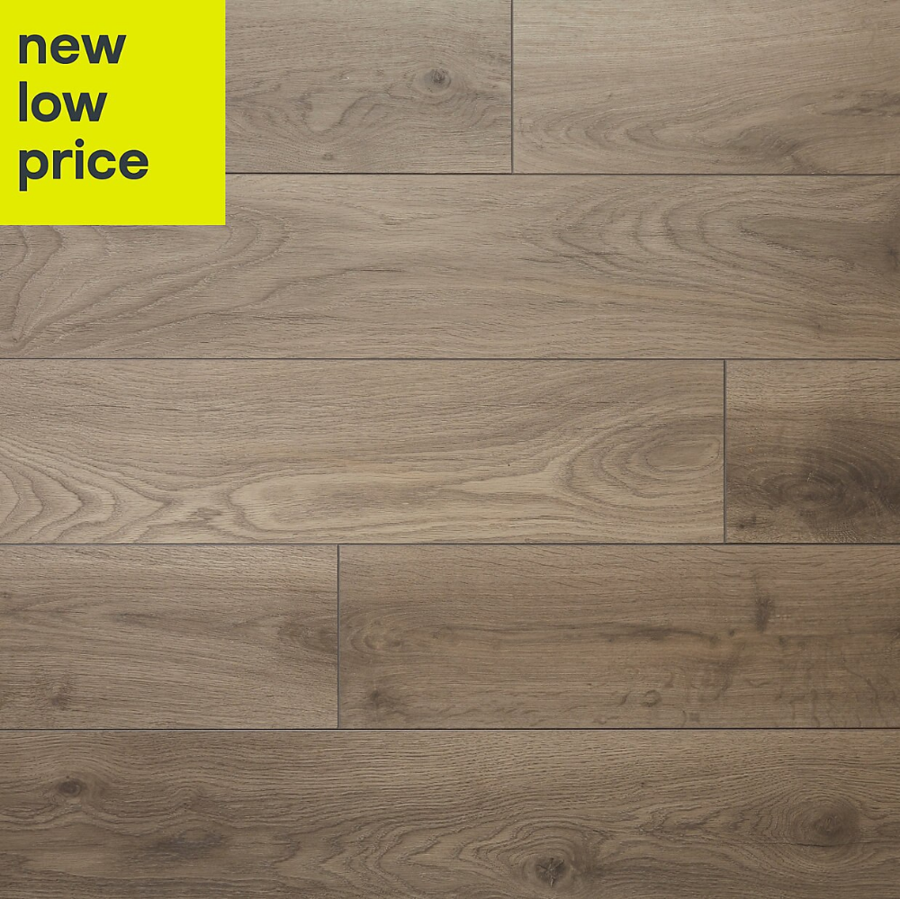 Goodhome Oldbury Grey Oak Effect Laminate Flooring 1 72m Pack Laminate Flooring Flooring Grey Oak