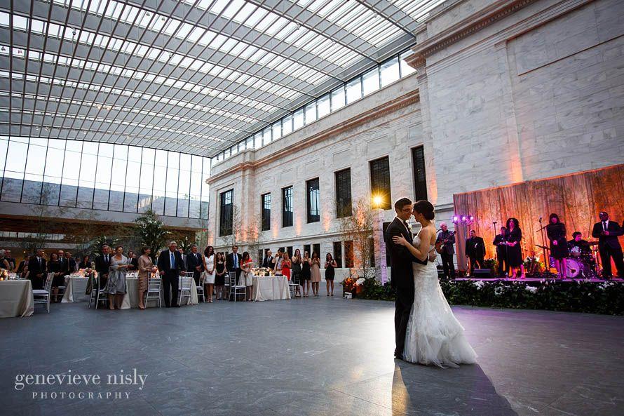 Unique Venues Make For Gorgeous Photos Rain Or Shine Cleveland Museum Of Art Wedding Reception