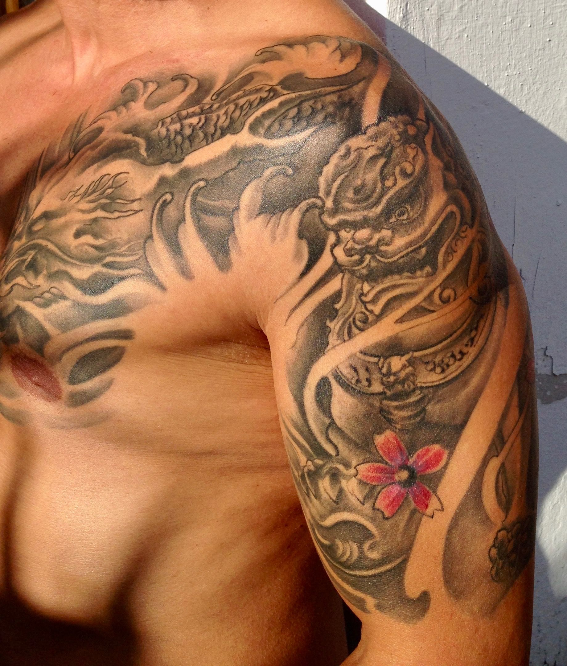 Tattoo Sleeve Foo Dog With Cherry Blossoms Dragon Chest Dragon Tattoo Tattoos Sleeve Tattoos