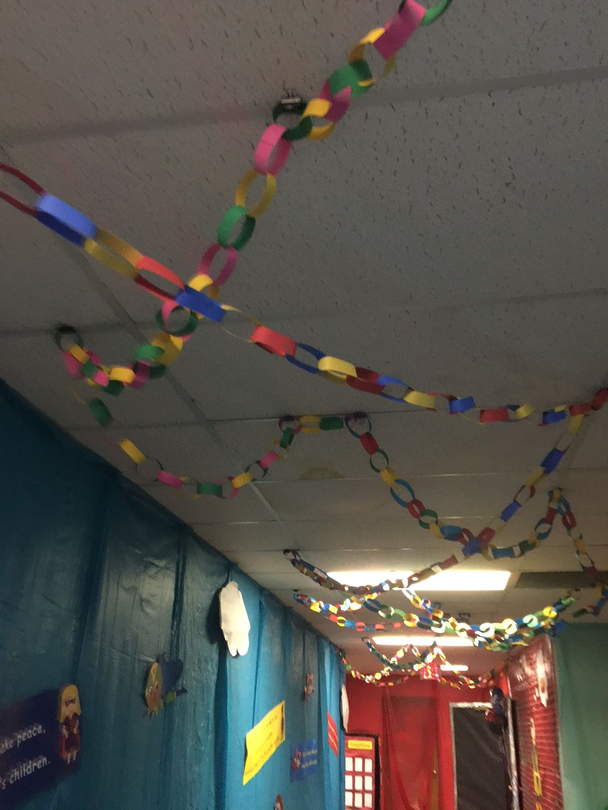 Gotta love these paper chains! They make this hallway have depth! cokesburyvbs.com