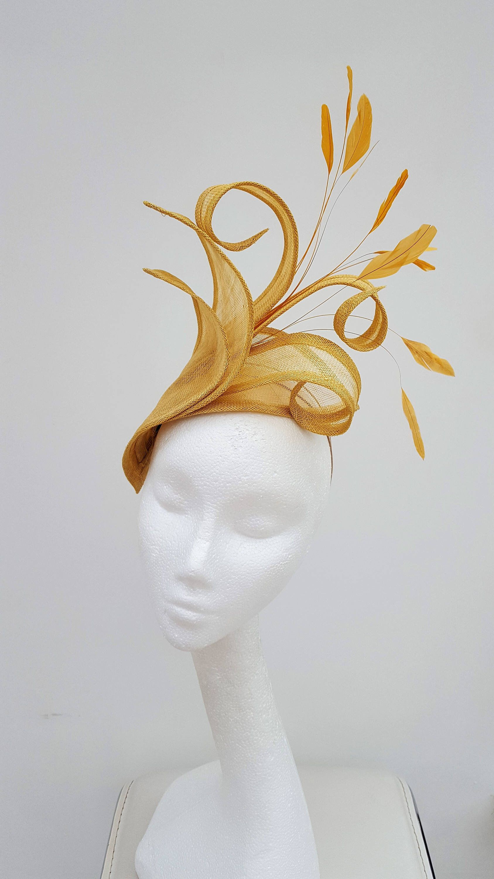 Gold Fascinator, Wedding Fascinator, Mother of the Bride hat, Royal Ascot Fascinator, Kentucky Derby Hat, Ladies Day Headpiece,Melbourne Cup