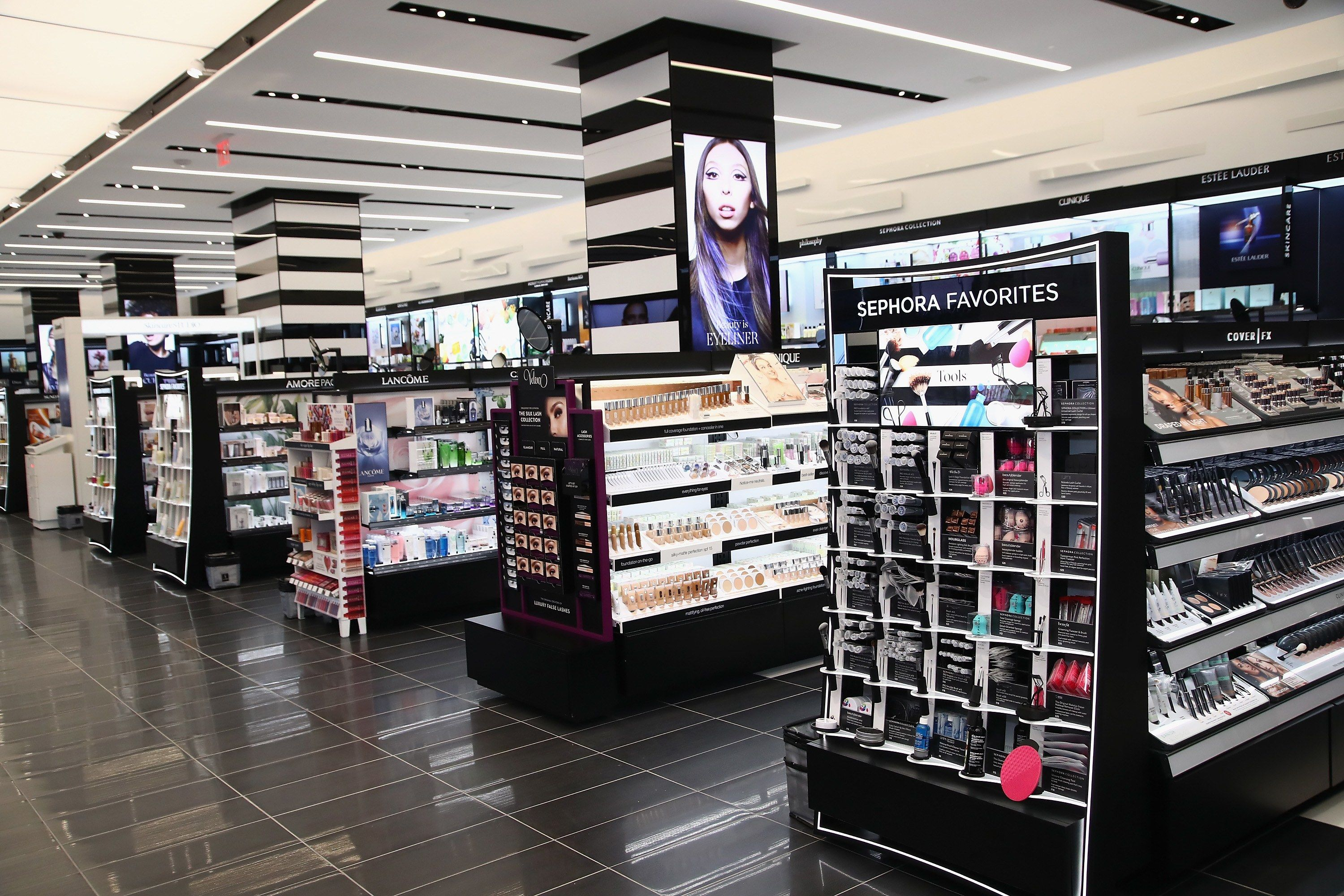 10 Hacks for Shopping the Largest Sephora in the United