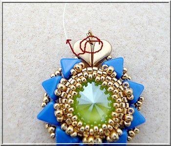 70b074ad61d8c6 Orecchini con cristalli Swarovski Salome maestoso blu e calce e perle di  vetro e Amos® Khéops® da Puca® | miyuki | Swarovski, Cristalli swarovski,  Cristalli