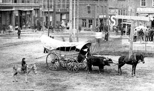 A Rare View INSIDE A Covered Wagon (5 Photos) | Heading ...