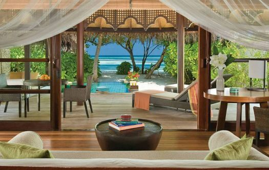 Beach Bungalow View out in the Maldives (442 pieces)