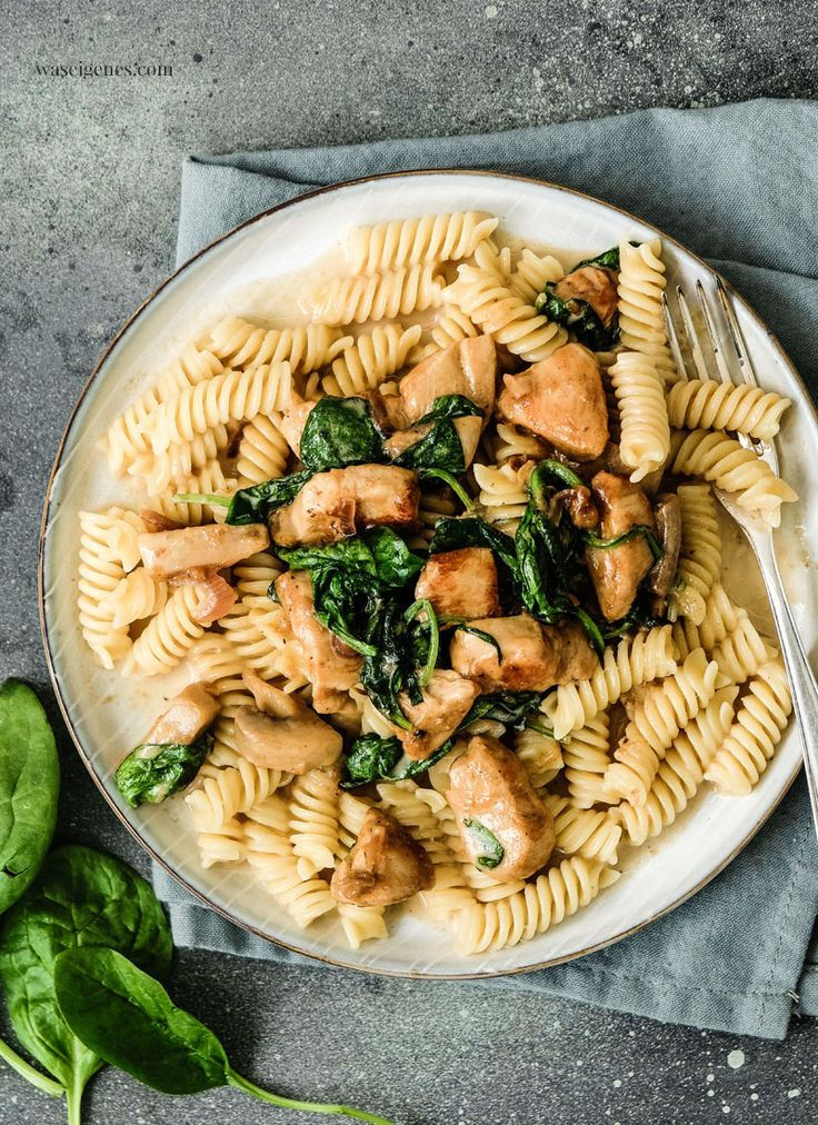 Photo of Pasta with chicken, spinach leaves & mushrooms (REWE pick-up service)
